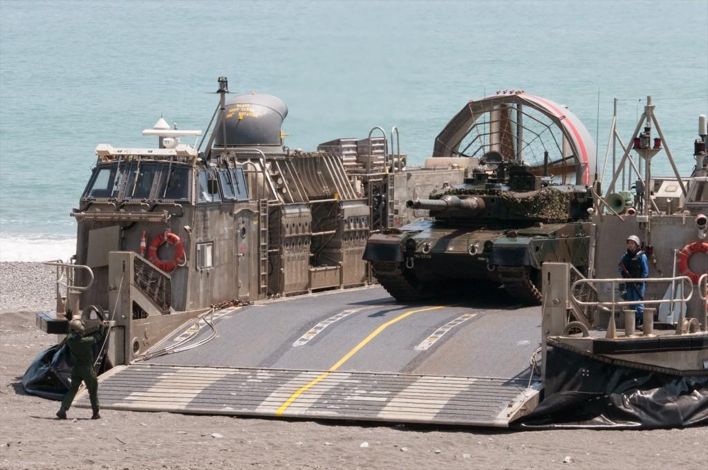 90式戦車(協同転地演習)