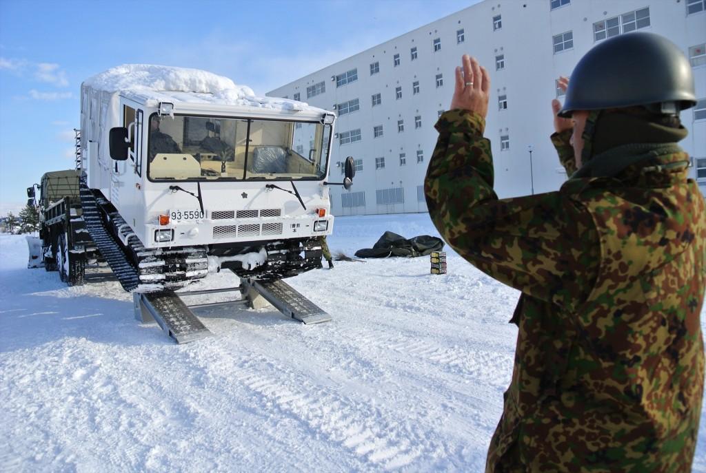 10式雪上車 25.12.20 1曹教・10式雪上車操縦訓練(1)_R